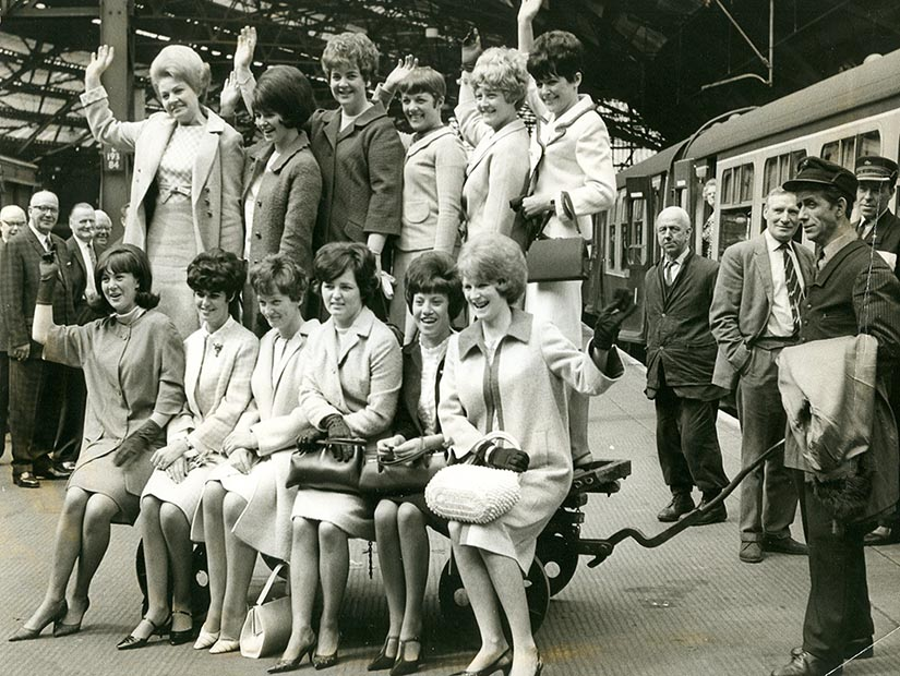 The Everton players' wives at Lime St preparing to travel to London in 1966