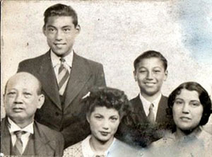 Scott-Lee with his siblings and parents, 1940